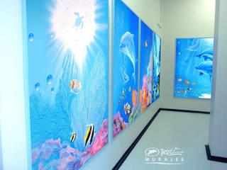 IRILLI MURALES Ingresso, Corridoio & Scale in stile tropicale di THE ART OF SILVIO IRILLI Tropicale