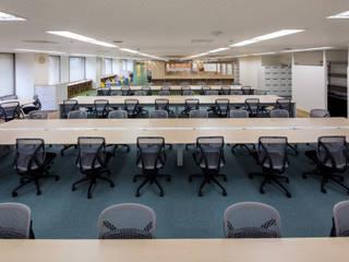 神戸デジタル・ラボ: 一級建築士事務所シンクスタジオが手掛けた書斎です。