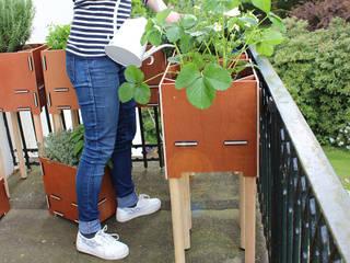 Pflanzboxen – die kleinen Hochbeete für den Balkon: skandinavischer Balkon, Veranda & Terrasse von Werkhaus Design + Produktion GmbH