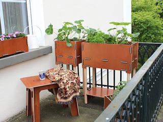 Pflanzboxen – die kleinen Hochbeete für den Balkon:  Balkon, Veranda & Terrasse von Werkhaus Design + Produktion GmbH