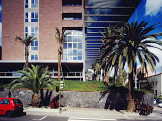 Sede de la Gerencia de Urbanismo de Santa Cruz de Tenerife: Edificios de oficinas de estilo  de CORREA + ESTEVEZ ARQUITECTURA