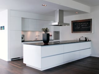 Corneille Uedingslohmann Architekten Modern kitchen