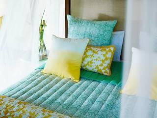 Green Doodle reversible double quilt, sham & cushion cover set ( 7 pcs) por homify Eclético