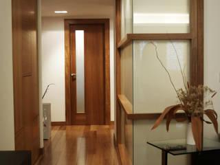 Couloir, entrée, escaliers modernes par Intra Arquitectos Moderne