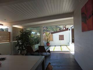 terrazza coperta: Terrazza in stile  di studio di Architettura Della Bona & Fiorentini
