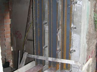 rinforzi strutturali: Finestre in stile  di studio di Architettura Della Bona & Fiorentini