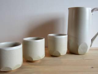 """Cruche et tasses de la collection """"Facettes"""":  de style  par Atelier Khnoum"""
