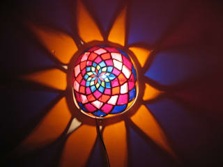 Luminaire artistique multi color:  de style  par Amahe Luminaires Artistiques en Calebasse  (luminaire therapeutique)