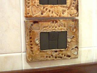 Copriprese in ceramica Raku Forgiatore di Elementi di Giuseppe Sautto Bagno eclettico