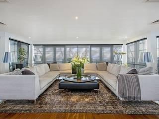 Living room by EVGENY BELYAEV DESIGN