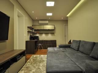 Apartamento rústico com toque moderno oferece conforto à recém-casados: Escritórios  por Guido Iluminação e Design,Moderno
