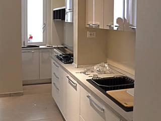 cucina lineare: Cucina in stile  di Occhiuto Felice