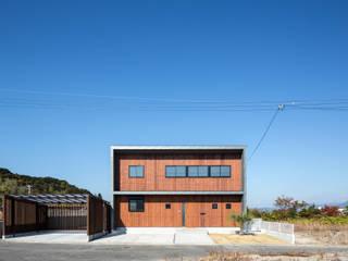 道路側外観1: 一級建築士事務所シンクスタジオが手掛けた家です。