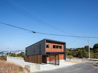 道路側外観2: 一級建築士事務所シンクスタジオが手掛けた家です。