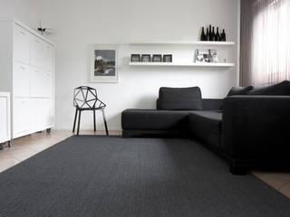 Casa R&B: Soggiorno in stile  di Nicoletta Bertolissi architetto