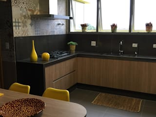 Cozinha charmosa: Cozinhas  por  Adriana Fiali e Rose Corsini - FICODesign
