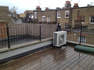 Roof terrace transformation od Paul Newman Landscapes Nowoczesny