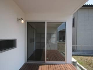Balcones y terrazas modernos de 天工舎一級建築士事務所 Moderno
