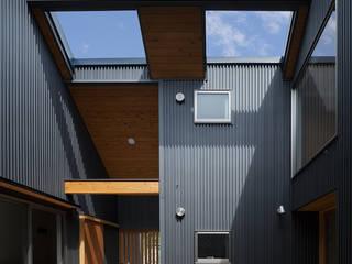 Balcones y terrazas eclécticos de 建築デザイン工房kocochi空間 Ecléctico
