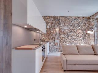 LOFTS GIRONA Lara Pujol | Interiorismo & Proyectos de diseño Cocinas de estilo mediterráneo