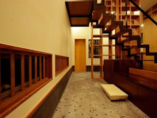 Modern Corridor, Hallway and Staircase by 建築デザイン工房kocochi空間 Modern