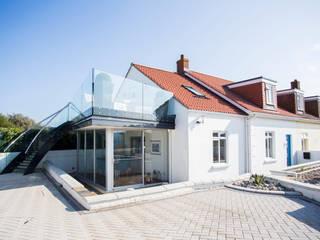 Maison du Soleil Moderne balkons, veranda's en terrassen van CCD Architects Modern