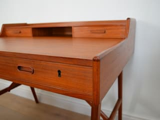 Model 64 Writing Desk by Arne Wahl Iversen:   by Flure Grossart 20th Century Design & Interiors
