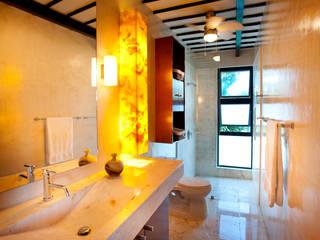 Casa CP78: Baños de estilo  por Taller Estilo Arquitectura