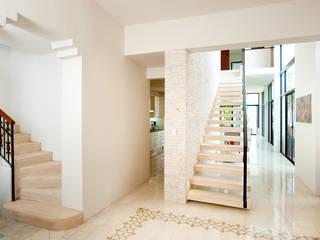 Taller Estilo Arquitectura Koridor & Tangga Modern