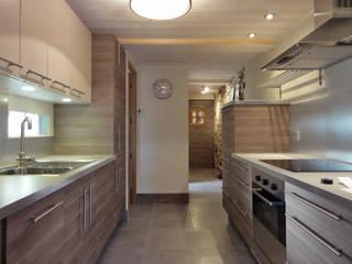 Cuisine IKEA moderne et naturelle: Cuisine de style  par CosyNEVE (Amandine REVEL)