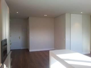 Reforma apartamento El Viso en Madrid: Estudios y despachos de estilo moderno de Lumasa Proyectos