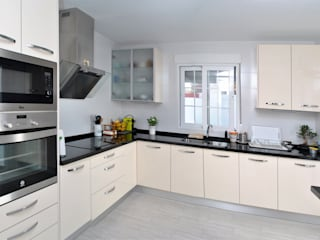 BALLESTEROS BLANCA ARQUITECTURA Y CONSTRUCCION Modern style kitchen