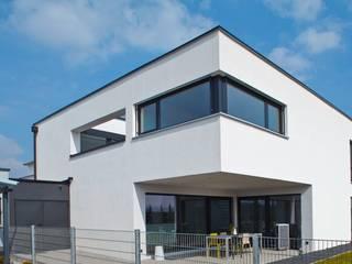Haus D - Stutensee: minimalistische Häuser von lc[a] la croix [architekten]