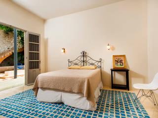 colonial Bedroom by Taller Estilo Arquitectura