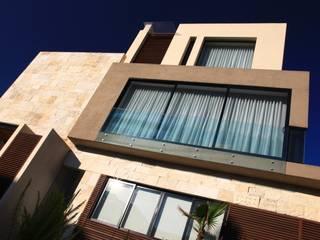 Modern balcony, veranda & terrace by Código Z Arquitectos Modern