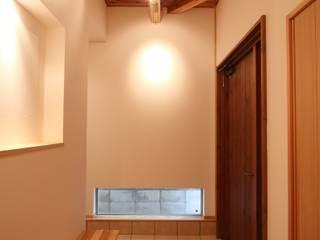 玄関: 加藤一高建築設計事務所が手掛けた廊下 & 玄関です。