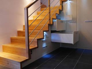 teamlutzenberger 現代風玄關、走廊與階梯