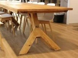 Tafels en ontvangstbalie wooningbouw vereniging :  Kantoorgebouwen door Samosa 'Ontwerp op Maat', Modern