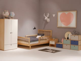 Modern nursery/kids room by wie ein KINO Modern