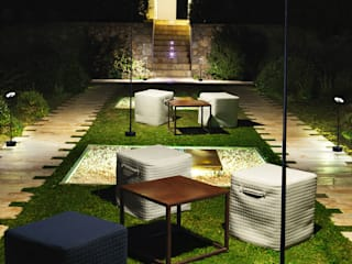 INVISIBLE (THE ONE 2015) Jardines de estilo moderno de LEDS-C4 Moderno