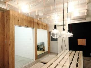 studio m+ by masato fujii Industrial style living room
