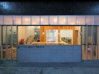 studio m+ by masato fujii Industrial style houses Plastic