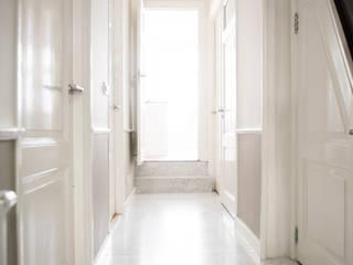 Renovatie herenhuis te Den Haag Moderne gangen, hallen & trappenhuizen van Studiohecht Modern