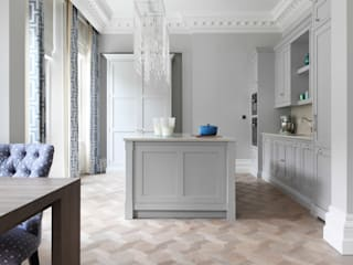 Classic Grey Kitchen With Mansion Weave Flooring Klassieke keukens van homify Klassiek