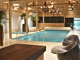 Eclectic style pool by SAFRANOW Eclectic