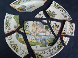 Exemple avant /après. Assiette n°1 décor attribué à Pierre Chapelle en faïence stannifère de Samadet. 1732. Propriétaire privé. par Atelier Passé Recomposé
