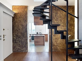 Nowoczesny korytarz, przedpokój i schody od D3 Architetti Associati Nowoczesny