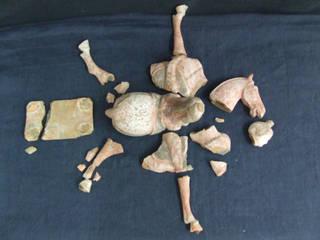 """Exemple avant /après. Sculpture """"cavalier"""" en terre cuite peinte de Chine Datation inconnue. Propriétaire privé. par Atelier Passé Recomposé"""