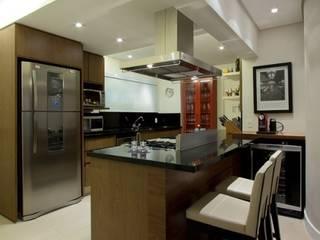 Apartamento Panambi - São Paulo Cozinhas clássicas por Ana Menoita Arquitetura e Interiores Clássico