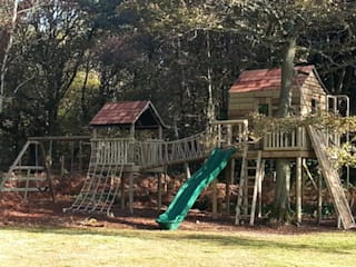 Bespoke Treehouse and Climbing Frame System in the Autumn Country style garden by Gardenatics Limited Country